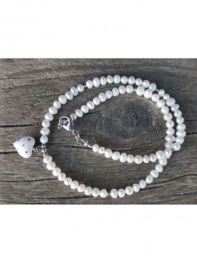 Perlų vėrinys su širdele